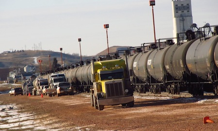 North Dakota-trucks-and-oil-train