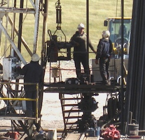 crew-on-north-dakota-bakken-rig1