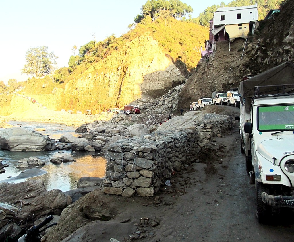 A vicious June 2013 flood caused ruinous damage to roads along the Mandakani River, including in Agastyamuni. Photo/Keith Schneider